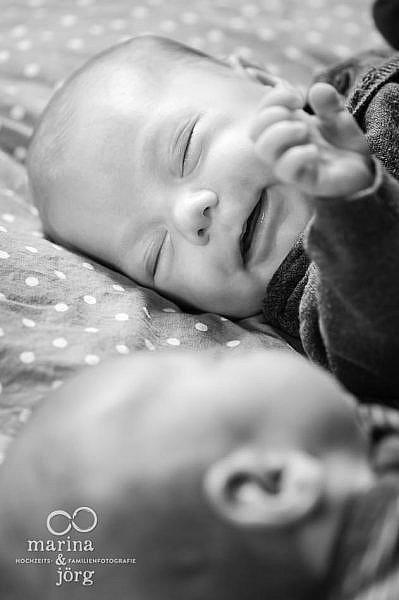 Familienfotografen Wetzlar - Homestory mit munteren Zwillingen in Wetzlar