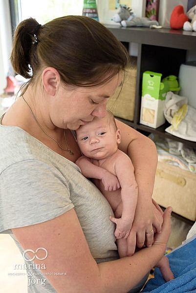 natürliche Babyfotos von den Familienfotografen aus Gladenbach - Homestory bei Wetzlar