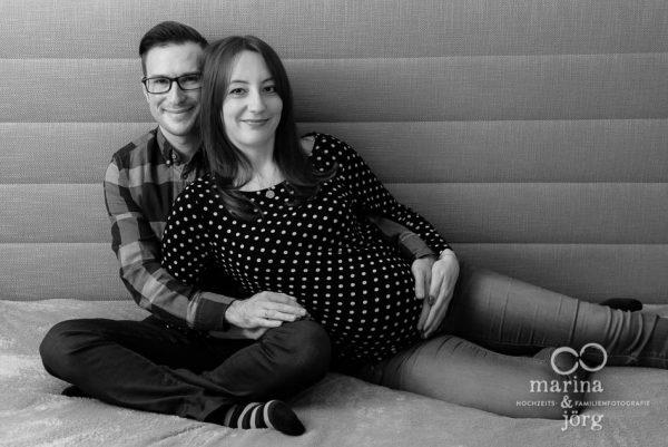 Familienfotografie Gießen - professionelle Babybauchbilder zu Hause machen lassen