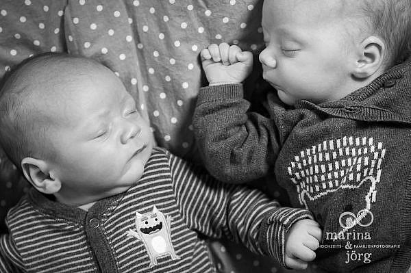 Familienfotografie Gießen - natürliche Babyfotos einer Homestory mit Zwillingen