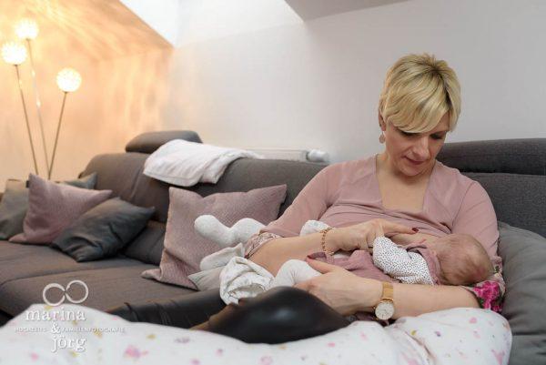 dokumentarische Familienfotografie Marburg - Neugeborenenfotos einer Homestory