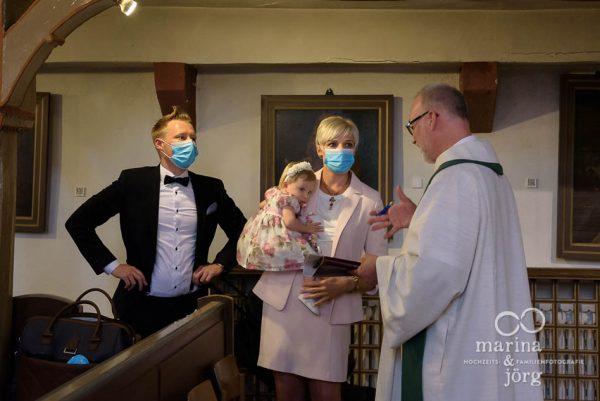 wertvolle Erinnerungen - das bekommt man bei einer Familienreportage wie hier anlässlich einer Taufe - Familienfotografie Marburg