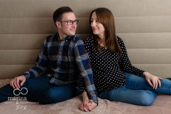 Familienfotografie Wetzlar - professionelle Babybauchbilder zu Hause machen lassen
