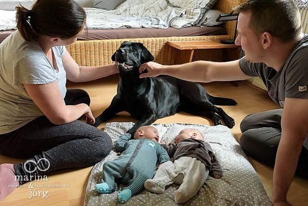 dokumentarische Familienfotografie Wetzlar - Neugeborenenfotos einer Familienreortage mit bezaubernden Zwillingen