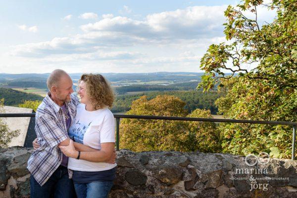 outdoor Familien-Fotoshooting bei Wetzlar - und natürlich ist auch für Paarfotos Zeit