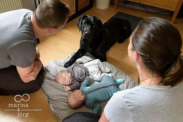 Familienreportage bei Wetzlar: Neugeborenen-Homestory mit süßen Zwillingen