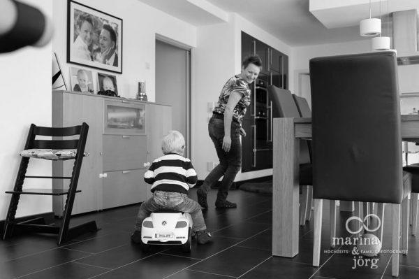 Foto-Homestory bei Gießen - ungestellte und authentische Familienfotos echt und aus dem Leben (day-in-the-life-session)