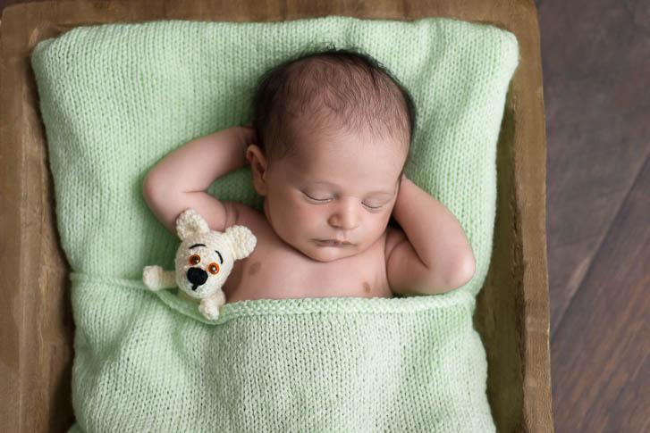 Marina und Joerg, Babyfotografen Wetzlar: Neugeboren-Foto - entspanntes Baby-Fotoshooting zu Hause (Babygalerie Wetzlar)