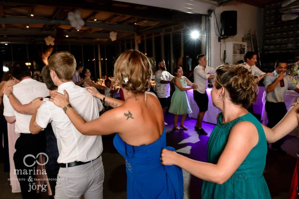Fotograf Giessen: Hochzeitsparty im amboz Werk- und Eventhalle bei Bern