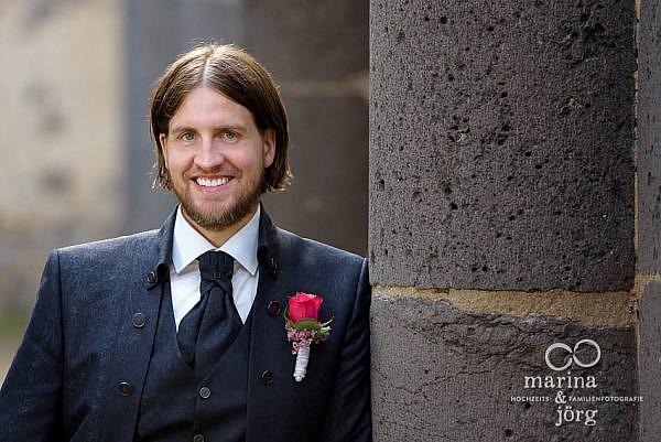Marina und Jörg, die besten Fotografen für eure Hochzeit in Gießen: Brautigam-Portrait