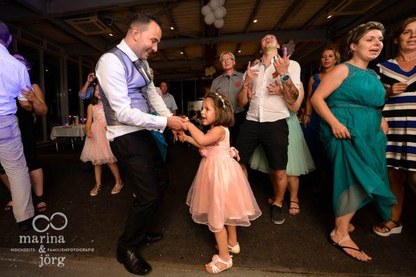 Hochzeitsfotograf Giessen: Hochzeitsfotos vom Tanzen bei der Hochzeitsparty