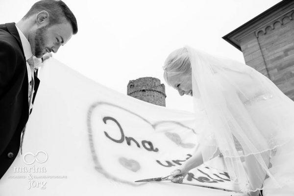 Hochzeit bei Marburg: Hochzeitsspiel Herz-Ausschneiden