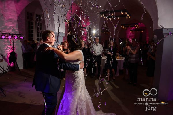 Hochzeitstanz im Schloss Butzbach bei Gießen - coole Hochzeitsfotos vom Fotografen-Paar Marina & Jörg