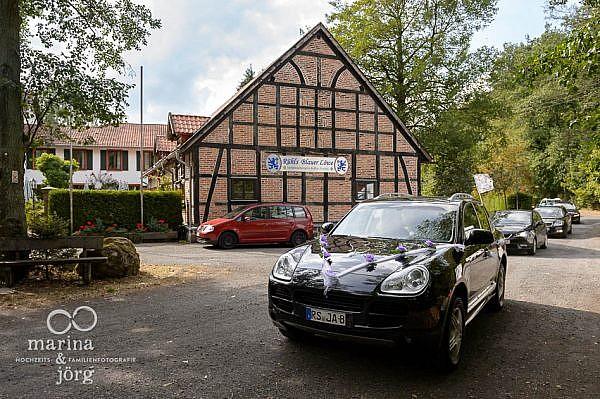 Hochzeitsfoto im Landhotel Waldhaus bei Laubach - Ankunft in der Eventscheune Blauer Löwe