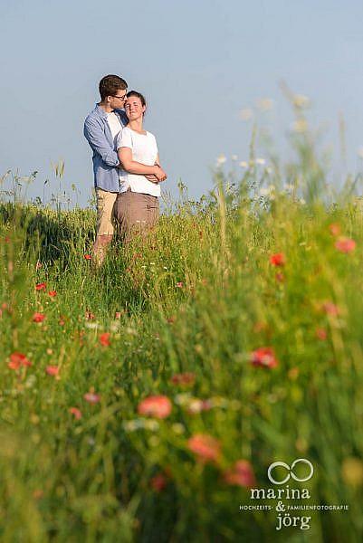 Fotograf für Marburg - romantisches Paarshooting (Engagement-Session) im Grünen