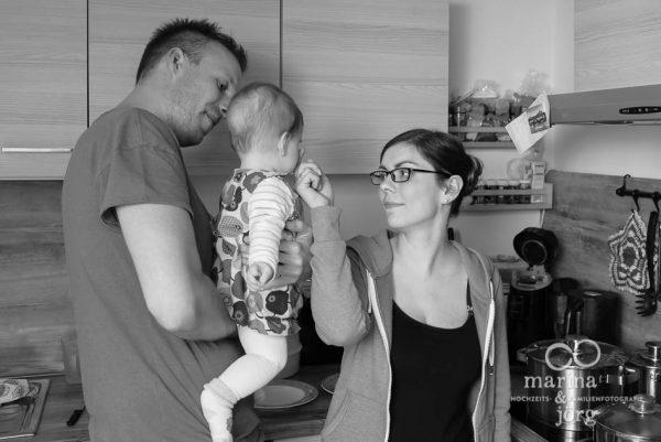 Marina und Joerg, Familienfotografen Wetzlar: natuerliche Familienfotos entstanden bei einer Familien-Homestory als Erinnerungsschatz an eine ganz besondere Zeit