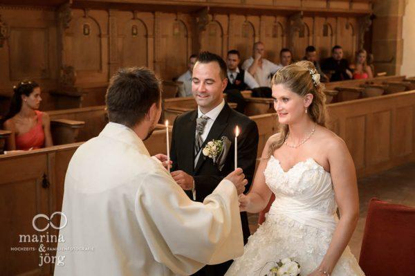 Marina und Joerg, Fotografen-Paar aus Giessen: Hochzeitsfoto in der Kirche Ligerz