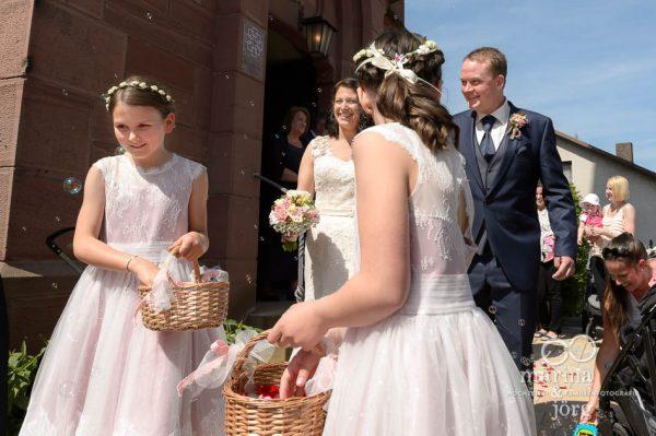 nach einer Hochzeit in der Kirche Annerod - einer schönen Kirche bei Gießen (Marina & Jörg Hochzeitsfotografie)