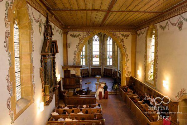 Marina und Joerg, Fotografen-Paar aus Giessen: Hochzeit in der Kirche Ligerz am Bieler See - eine der schoensten Hochzeits-Locations in der Naehe von Bern