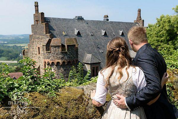 Marina und Jörg, Fotografen aus Gießen: romantische Hochzeitsfotos auf Burg Staufenberg bei Marburg