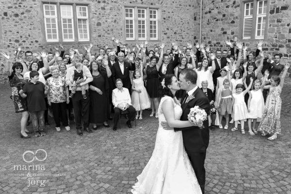 Hochzeitsfotograf im Raum Gießen: Gruppenbild bei einer Hochzeit im Landgrafenschloss Butzbach