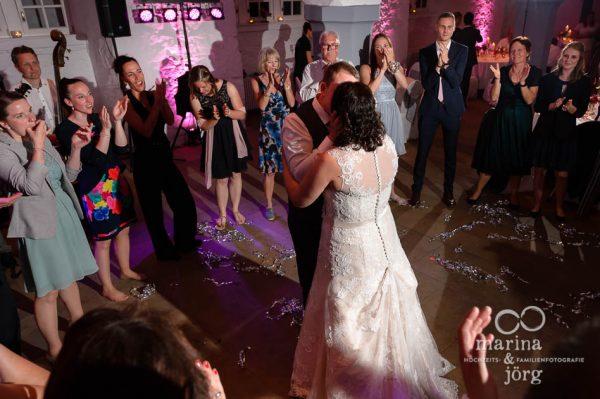 Emotionaler Hochzeitstanz bei einer Hochzeit im Landgrafenschloss - Hochzeitsfotografen Butzbach