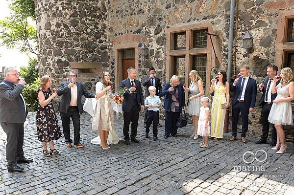 Hochzeitsreportage auf Burg Staufenberg bei Gießen - Sektempfang