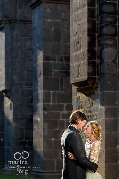 Hochzeitsfotograf für Lich: Paarportraits im Kloster Arnsburg, einer tollen Fotolocation für eure Hochzeit im Restaurant Alte Klostermühle