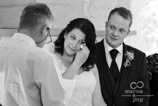 Hochzeitsreportage im Schloss Butzbach: emotionale Ansprache des Brautvaters - Marina & Jörg Hochzeitsfotografie