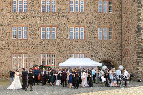Empfang bei einer Hochzeit im Schloss Butzbach in der Nähe von Gießen - Marina & Jörg Hochzeitsfotografie