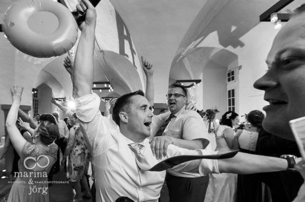 Marina und Jörg, als Fotografien auf einer Hochzeit in Butzbach: coole Partystimmung