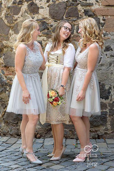 Gruppenfoto bei einer Hochzeitfeier auf Burg Staufenberg - Hochzeitsfotograf Gießen