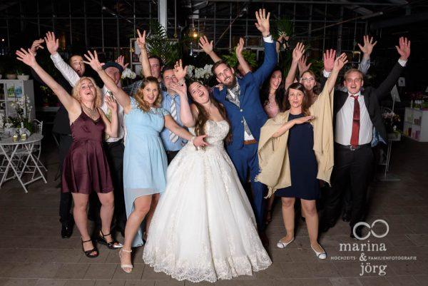 Gruppenfoto bei einer Hochzeitfeier im Gartenhaus Wyss in Ostermundigen bei Bern - Hochzeitsfotograf Gießen