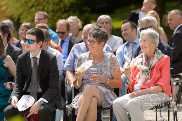 Hochzeit auf Schloss Münchenwiler bei Bern - Gäste der freien Trauung