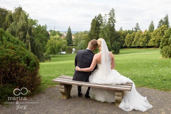 Marina und Joerg, Fotografenpaar Giessen: Brautpaar im Schlosspark Rauischholzhausen