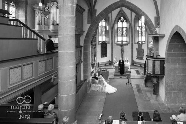 Marina und Jörg, Hochzeitsfotografen Gießen: Trauung in der Kirchberger Kirche bei Burg Staufenberg