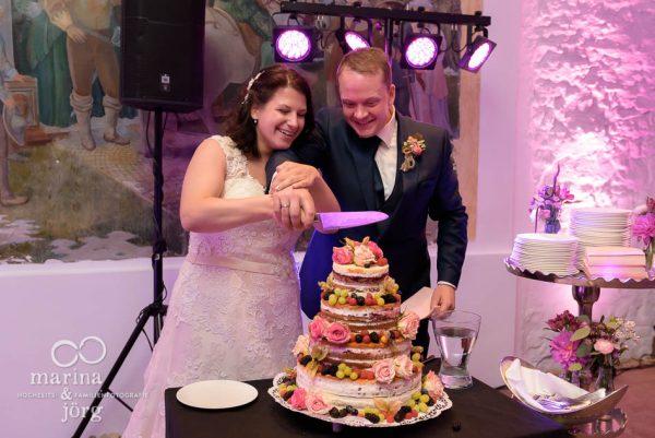 Marina & Jörg, Hochzeitsreportage in Butzbach: Anschneiden der Hochzeitstorte