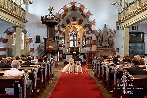 Marina und Jörg, die besten Fotografen für eure Hochzeit: kichliche Trauung in der Stadtkirche Laubach bei Gießen