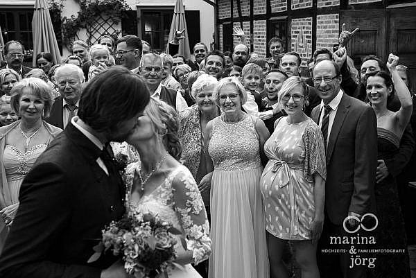 Marina und Jörg, Fotografen aus Gießen: authentische Fotos, hier bei einer Hochzeit in der Eventscheune des Landhotels Waldhaus in Laubach