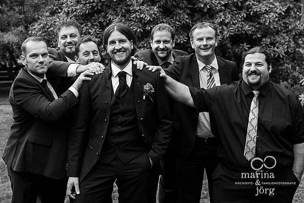 Hochzeitsfotografen-Paar Marina und Jörg aus Hessen: Gruppenfoto des Brautigams mit seinen Jungs