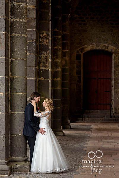 Marina und Jörg, Hochzeitsfotografen für Lich: Brautpaar im Kloster Arnsburg in der Nähe der Hochzeits-Location Alte Klostermühle