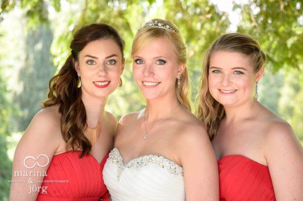 Hochzeit auf Schloss Rauischholzhausen bei Marburg: Braut mit ihren Brautjungfern
