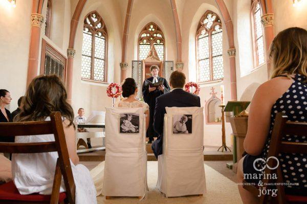 Marina und Joerg, Fotografen aus Giessen: kichliche Hochzeit in der Marien-Kirche Wehrshausen bei Marburg
