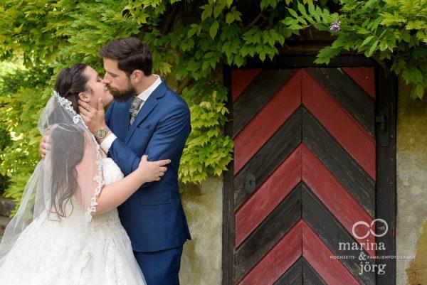 Hochzeitsfotograf Gießen: total romantisches Paar-Fotoshooting bei einer Hochzeit im Schloss Münchenwiler bei Bern