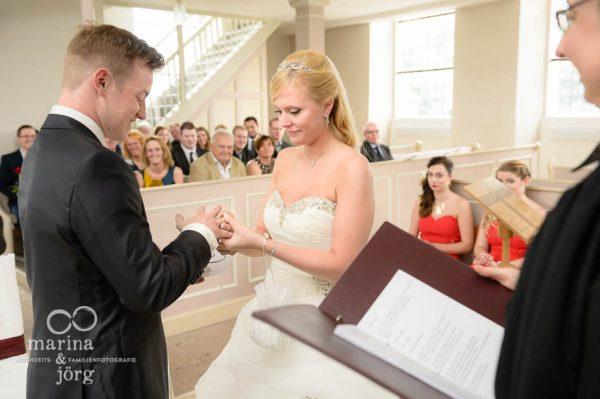Marina und Joerg, Hochzeitsfotografen in Giessen: Reportage einer Trauung in Wittelsberg