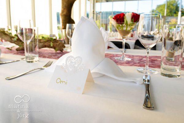 Hochzeitsfotograf Giessen: Tischdeko bei einer Hochzeit in der amboz Werk- und Eventhalle in der Naehe von Bern