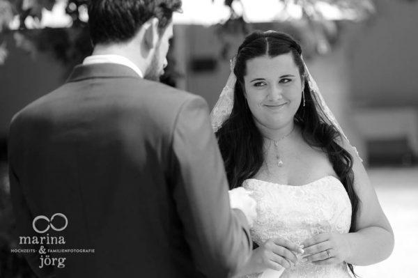Hochzeits-Fotograf Gießen: Hochzeitsreportage einer freien Trauung bei Bern (Schloss Münchenwiler)