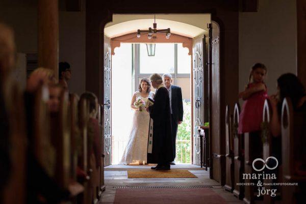 Traugottesdienst einer Hochzeit bei Gießen - Marina & Jörg, Hochzeitsfotografen aus Gladenbach