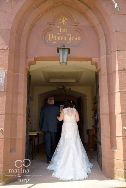 Hochzeit bei Gießen - Einzug der Braut (Kirche Annerod)