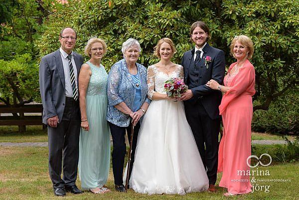Gruppenfoto bei einer Hochzeitfeier im Landhotel Waldhaus - Hochzeitsfotograf Laubach